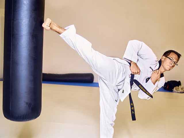 pros and cons of learning taekwondo: too much kicking